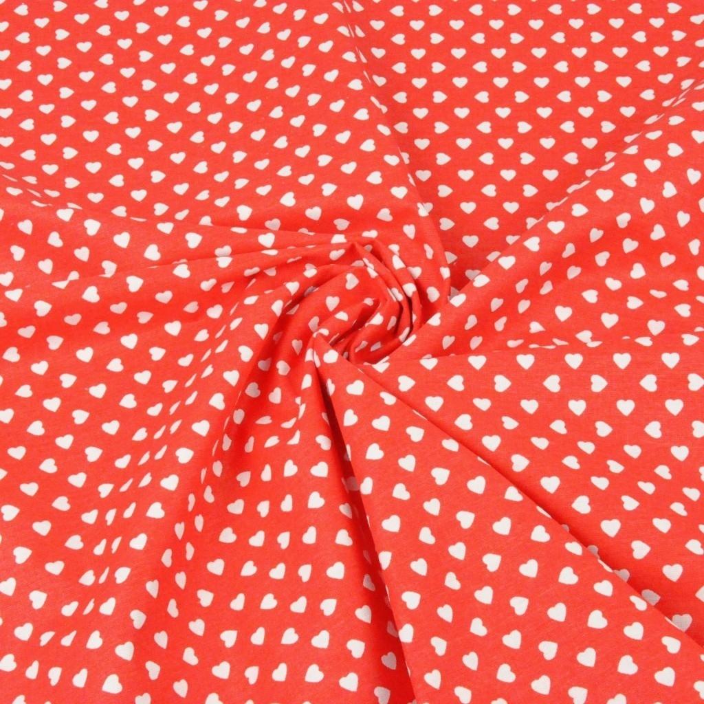 Serduszka w rzędach białe na czerwonym tle