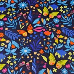 motylki kolorowe na łące na granatowym tle