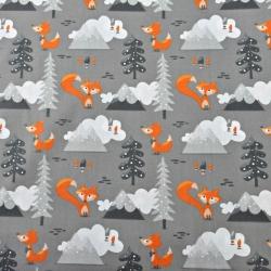 liski pomarańczowe w górach na szarym tle