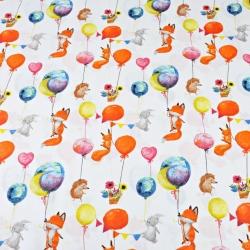 liski z kolorowymi balonikami na białym tle