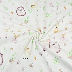 jeżyki z sarenkami w jesiennych listkach na białym tle