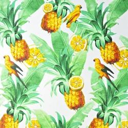 liście z papugami i ananasami na białym