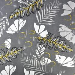 Liście paproci z kwiatami na szarym tle