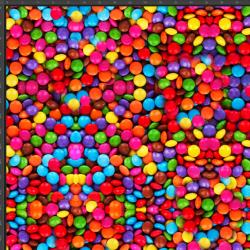 Dresówka z pętelką kolorowe cukierki czekoladowe  - druk cyfrowy
