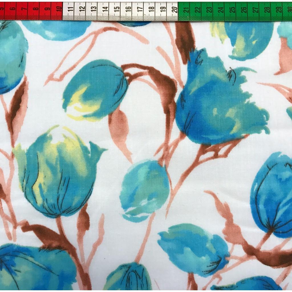 Tkanina w kwiaty tulipany niebieskie na białym tle