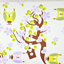 Tkanina w sówki zielono różowe na drzewie na białym tle