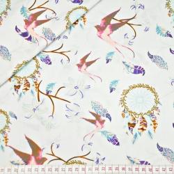 Tkanina w łapacz snów z jaskółką różową na białym tle