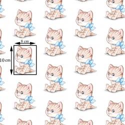 Tkanina w kotki beżowe z niebieskimi kokardkami na białym tle