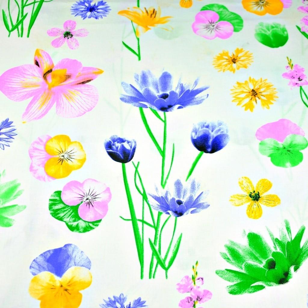 Tkanina w kwiaty wiosenne na białym tle