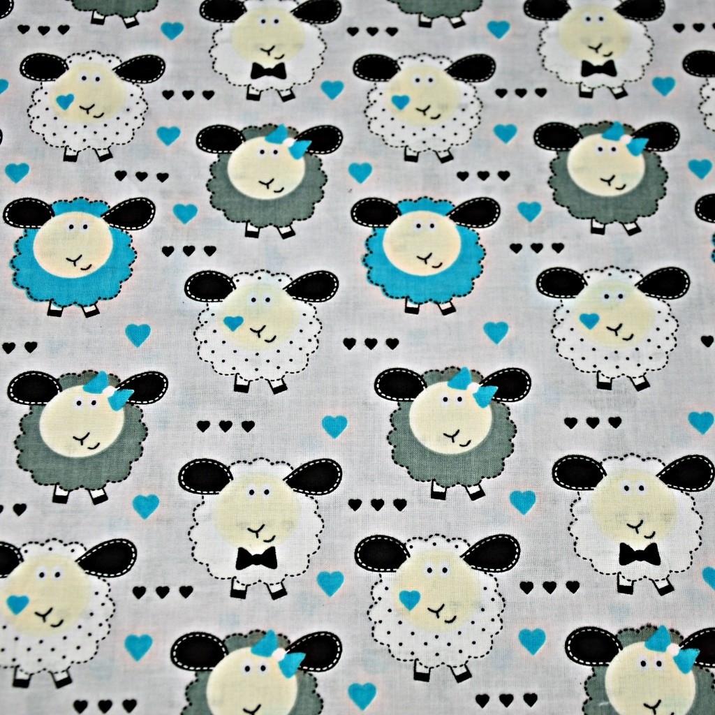 Tkanina owieczki niebiesko białe na szarym tle