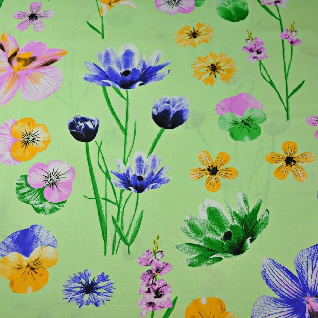 Tkanina kwiaty wiosenne na zielonym tle