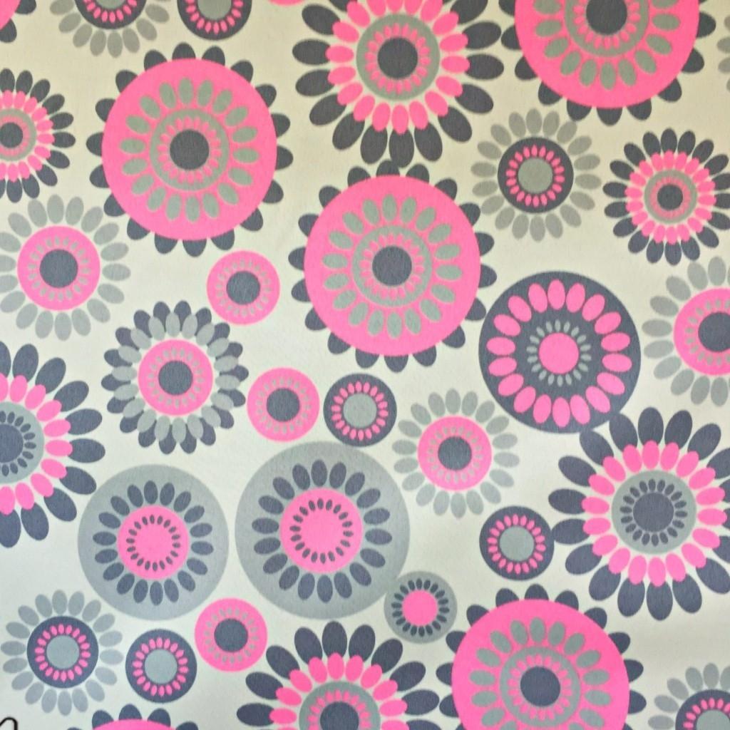 Tkanina wodoodporna w kwiatki w kołach różowe