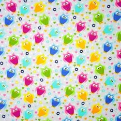 Tkanina w sówki małe kolorowe na szarym tle