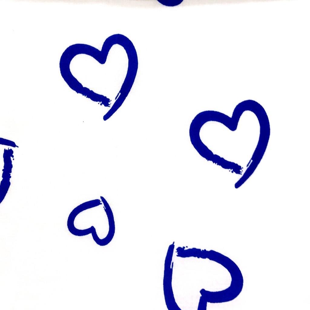 Tkanina w serca kontury niebieskie na białym tle