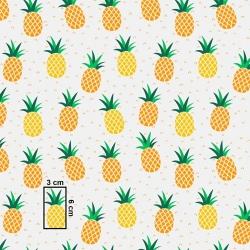 Tkanina w ananasy żółto pomarańczowe na białym tle