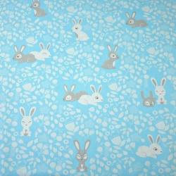 Tkanina w króliki biało szare na niebieskim tle