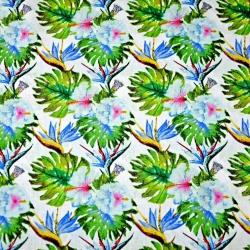 Tkanina w liście monstera z niebieskimi kwiatami na białym tle