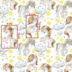 Tkanina w jednorożce z żółtymi gwiazdkami na białym tle
