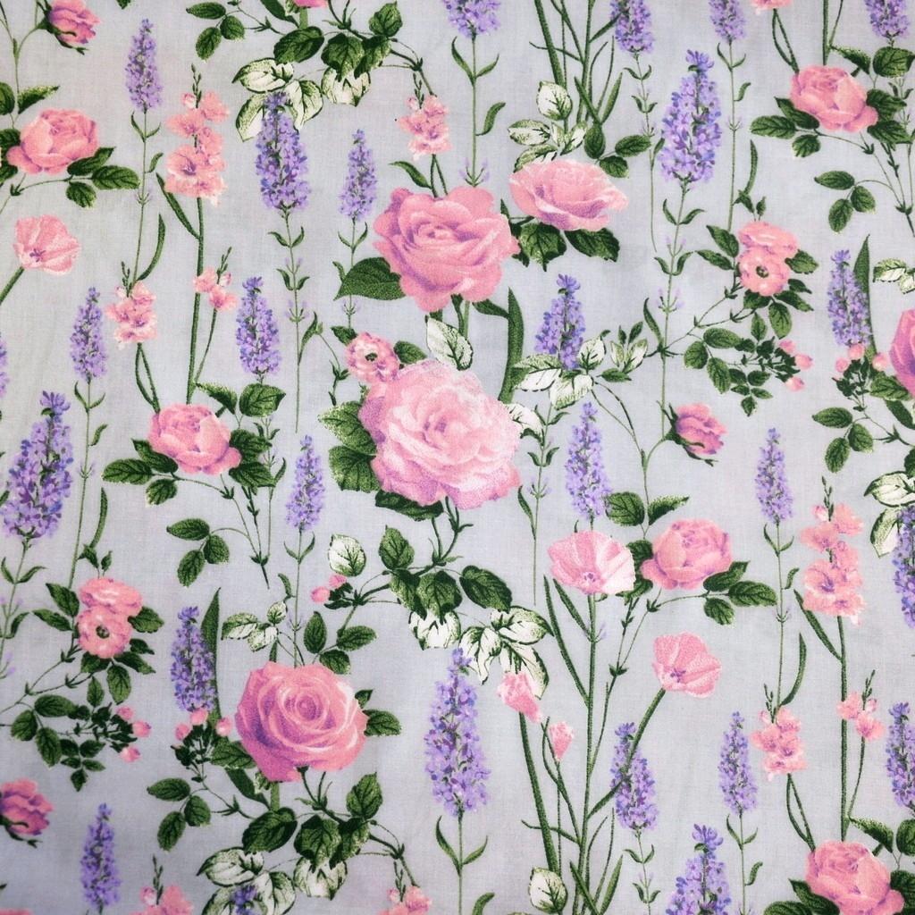 Tkanina lawenda z różami na szarym tle