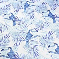 Tkanina w tukany z niebiesko granatowymi liśćmi palmowymi na białym tle