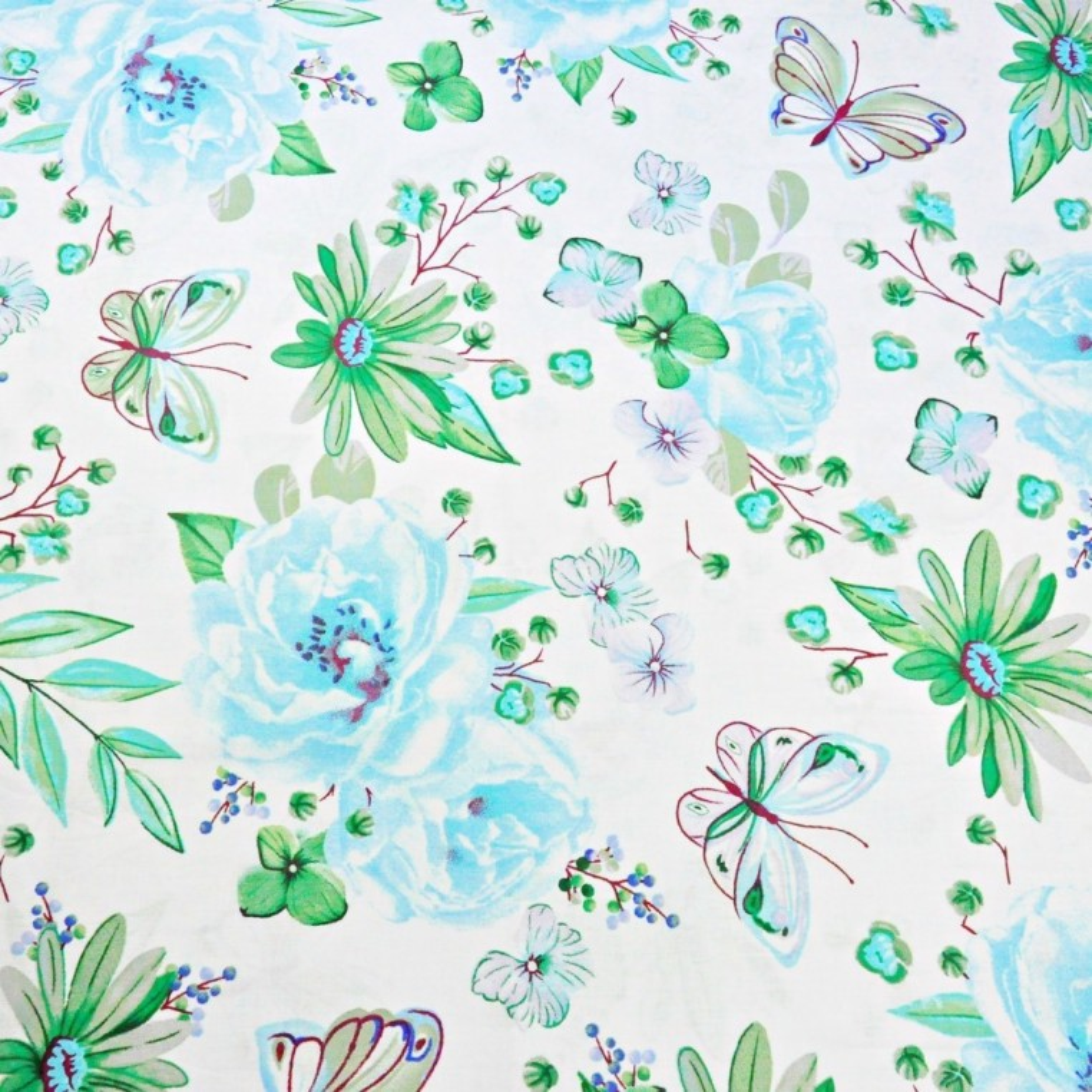 Tkanina w duże kwiatki z motylkami błękitno zielone na białym tle