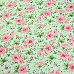 Tkanina w kwiatki z motylkami różowo zielone na zielonym tle
