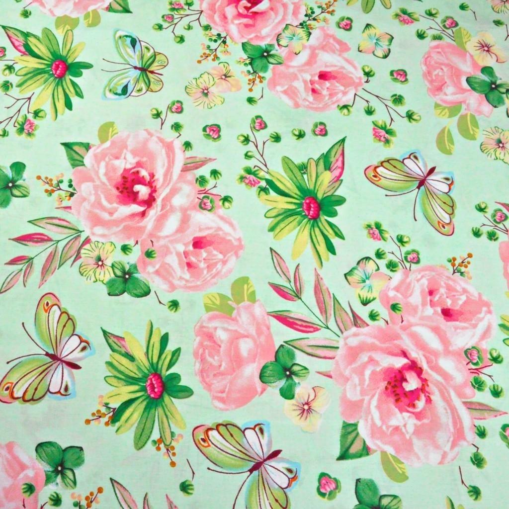 Tkanina w duże kwiatki z motylkami różowo zielone na zielonym tle