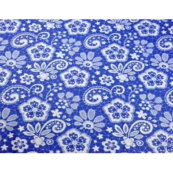 Tkanina serwetka biała na niebieskim tle
