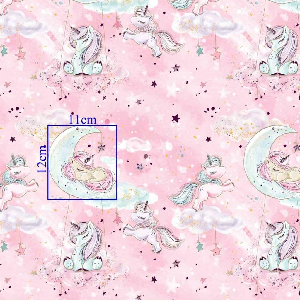 Tkanina złocona jednorożce z chmurkami na różowym tle