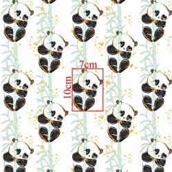 Tkanina złocona pandy z bambusem na białym tle