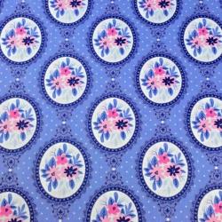 Tkanina w lusterka z kwiatami na niebieskim tle