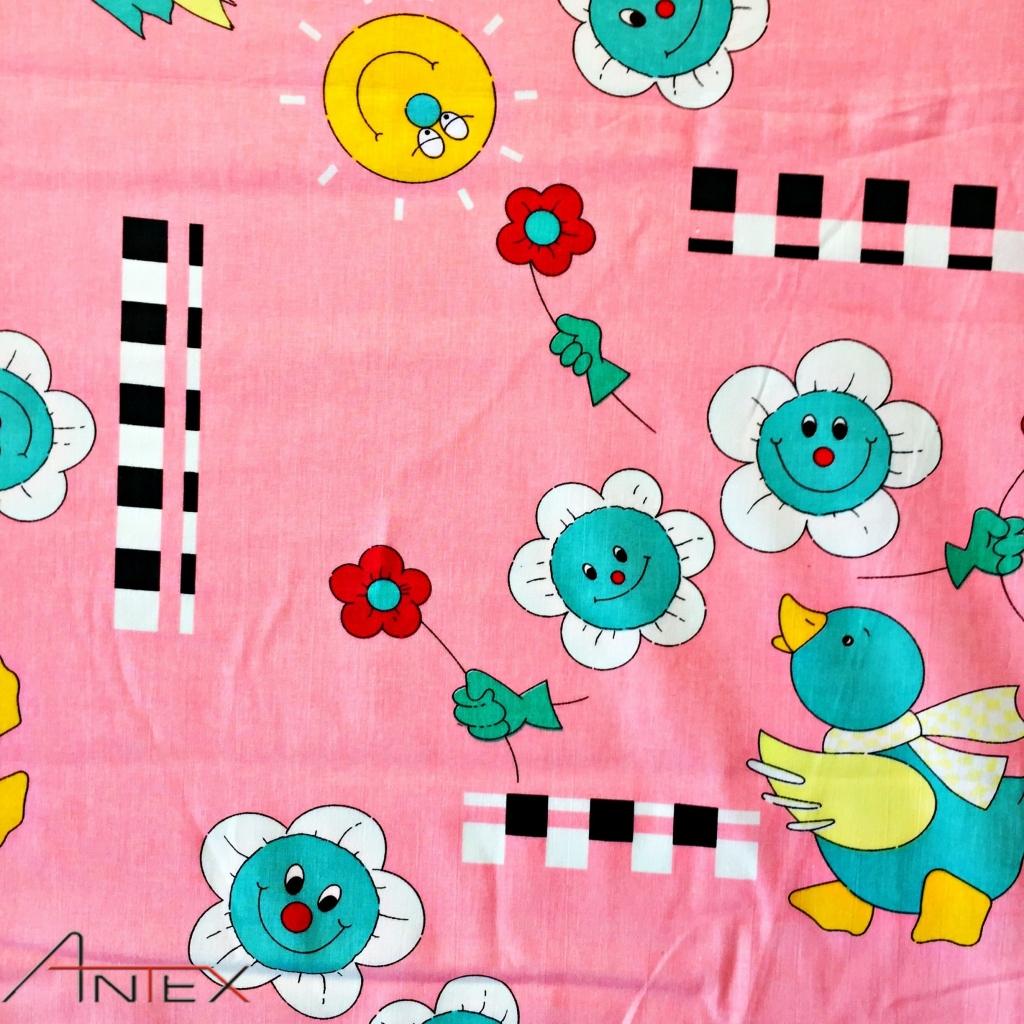Tkanina Kaczuszka na różowym tle