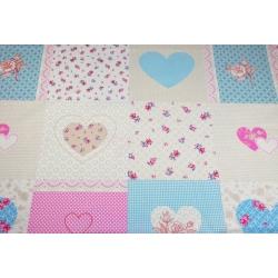 Tkanina patchwork serca i kwiaty różowo niebieskie