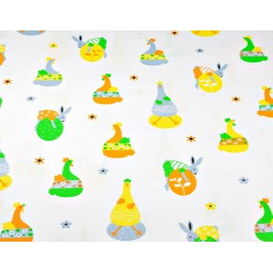 Tkanina w króliczki i kaczuszki wielkanocne na białym tle
