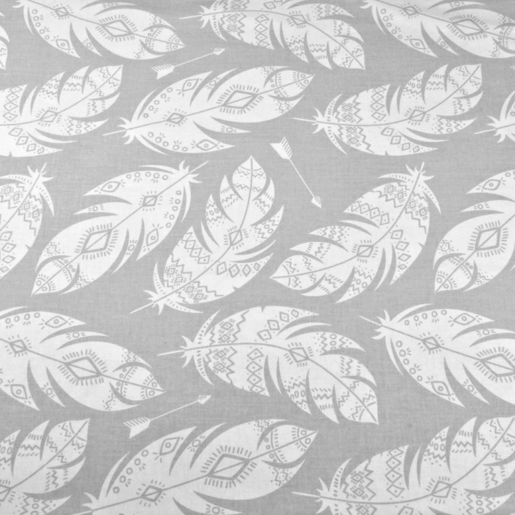 Tkanina w piórka azteckie białe na szarym tle