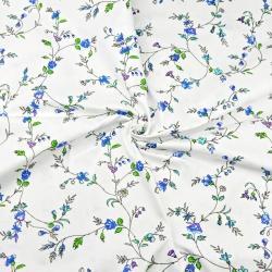 Tkaniny w kwiaty goździki niebieskie na białym tle