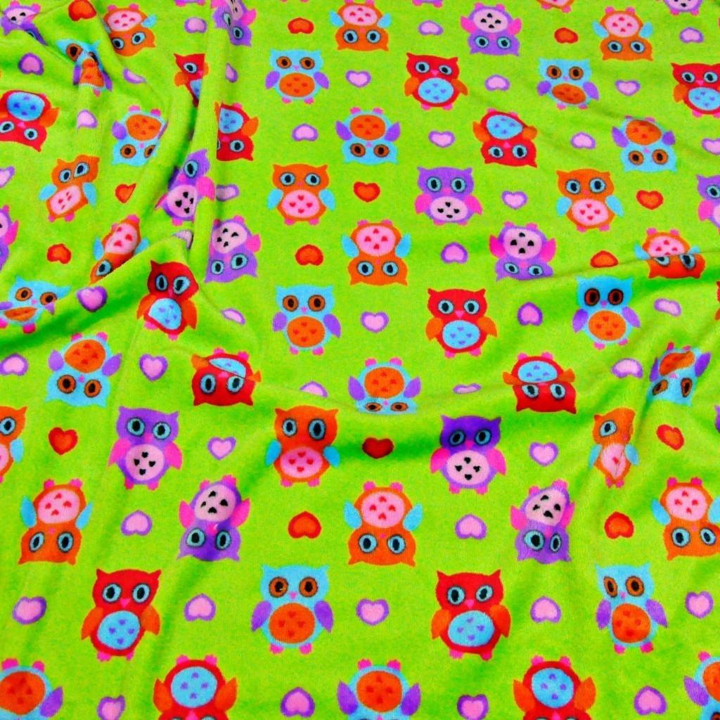 Tkanina Polar plus sówki kolorowe na zielonym tle