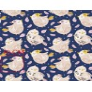 Tkanina w ptaszki beżowe z różowymi piórkami na granatowym tle