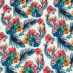 Tkanina kwiaty hibiskus na niebieskich liściach na białym tle
