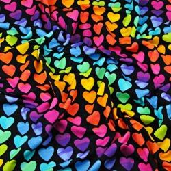 Dresówka z pętelką serduszka kolorowe na czarym tle
