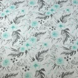 Tkanina kwiaty eustoma miętowo szara na białym tle