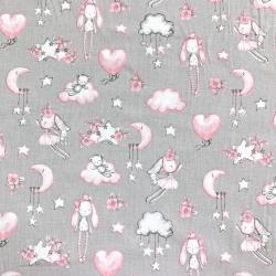 Tkanina w przytulanki różowo na szarym tle
