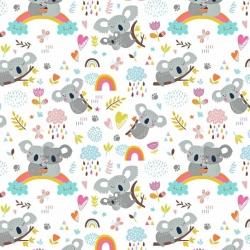 Tkanina misie koala z tęczą na białym tle
