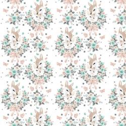 Tkanina sarenki w wianuszkach z różami na białym tle