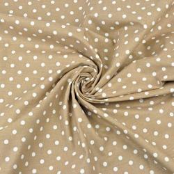 groszki białe 7mm na jasno brązowym tle