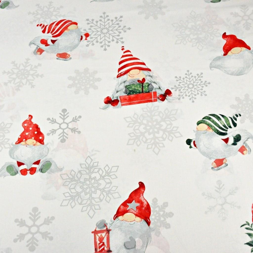 wzór świąteczny skrzaty ze posrebrzonymi śnieżynkami na białym tle